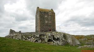 Wieże mieszkalno - obronne - Smailholm Tower