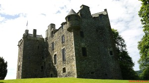 Wieże mieszkalno - obronne ulokowane naplanie litery Z-  Elcho Castle